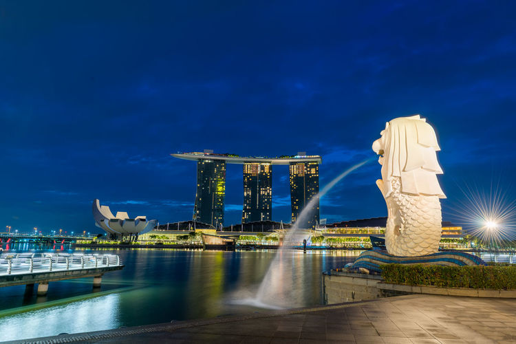 Marina Bay Sands Singapore ASIA Architecture Business Country Light Marina Bay Sands Modern National Singapore Skyline Travel Twilight Built Structure Capital Cities  Commercial Destination Downtown District Finance Hotel Illuminated Landmark Merlion Monument Skyscraper Urban