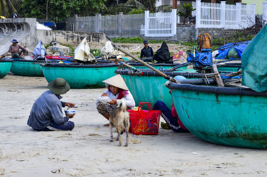 Lunch at beach Basket Boat Beach Beach Life Boat Day Eat Efforts Exertion Fisherman Hanging Out Ke Ga Cape Ke Ga, Viet Nam Lunch Multi Colored Outdoors Relax Sand Sea Sitting Sky Support Staff Together Tree Water Work
