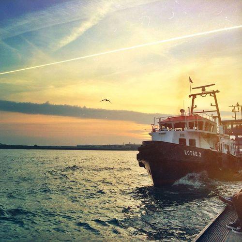 LOTSE2 Hamburg Elbe Ship Skyporn
