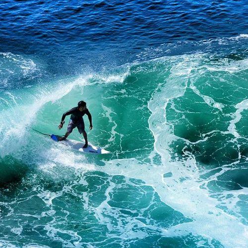 Leaving barrel in Padang Padang. 🎥🎬📷☺🌞❤🏄🌊 Bali Baliwaves Padangpadangbeach Uluwatu filming surf surfing ineedmorecoffee hurleypro surfwellness rivierahouse surftrip happy friends indonesia