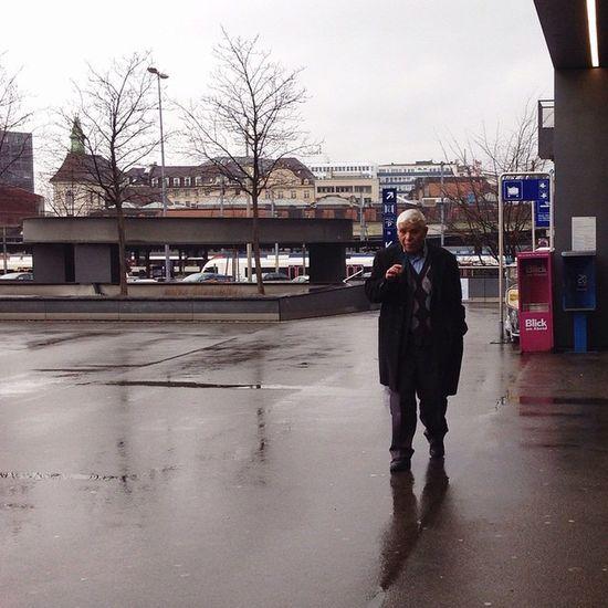 Day 21/365 . Old man walking. Grupamobilni Mobilnytydzien21 VSCO Vscocam