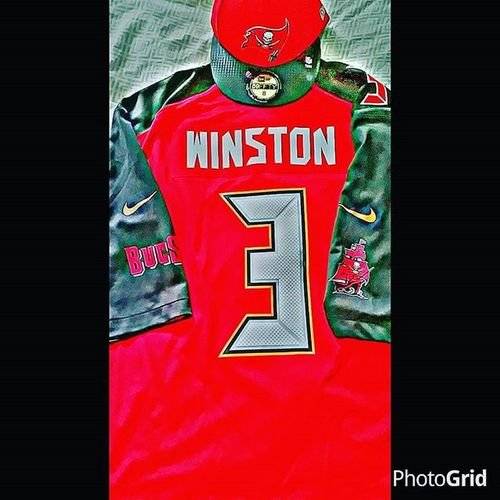 🏈gametime 4:25 hoping my boys come out with the w today!!! NFLsunday Tampabaybuccaneers Bucsnation Firethecannons Siegetheday Famousjameis Tbvsten Winstonvsmariota