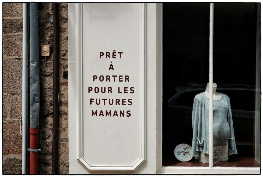 Futures mamans Bretagne Close-up Communication Day Lawoe No People Puppet Store Front Store Window Text