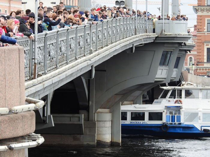 Bridge Sankt-Petersburg Sankt-peterburg Russia Colors Of Sankt-Peterburg Just Walking Blagoveshenskii Bridge Springtime Neva River People Watching People Celebration Boats⛵️ Boat Bridge The Festival Of Icebreakers Water Architecture Bridge - Man Made Structure Adventures In The City