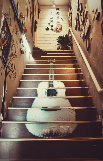 Club Floor Good Idea Group Guitar Interesting Look Up Look Up And Thrive Low Angle View Music Nice Design Night Photography Nightphotography PhonePhotography Stairs