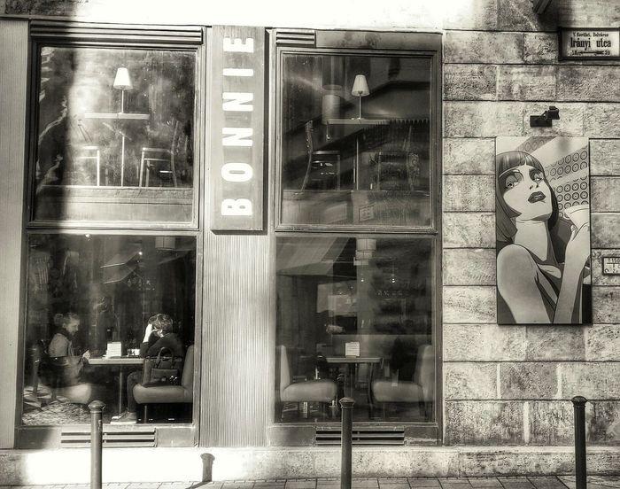 Budapest Budapestagram Budapest Streetphotography Streetphotography Streetphoto_bw Street Streetlife Cafe Coffee Time Coffee Break People Bonnie Bonnie&Clyde