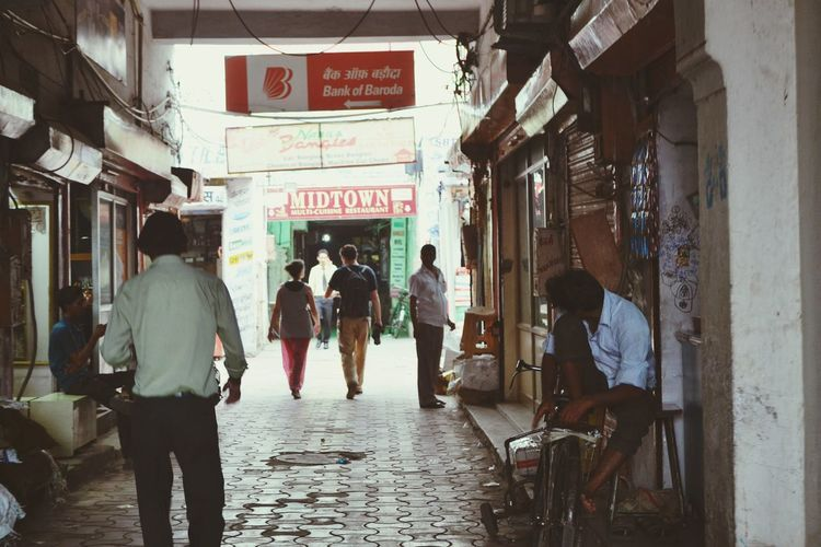 One of the very crowded streets of pink city Jaipur. Lonelyplanetindia has a great city tour with amazing stopovers. Must take city tour. India Indiatourism Jaipur Rajasthan Jaipurcity Up Close Street Photography