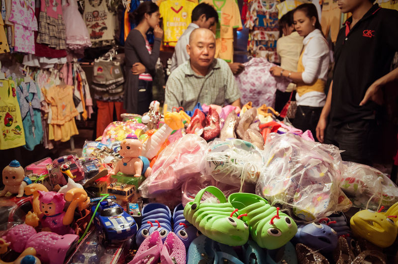 2012 APS-C Children Shoes DSLR Buying Collection For Sale Made In China Market Market Stall Nklb Plastic Toys Real People Retail  Shopping Variation