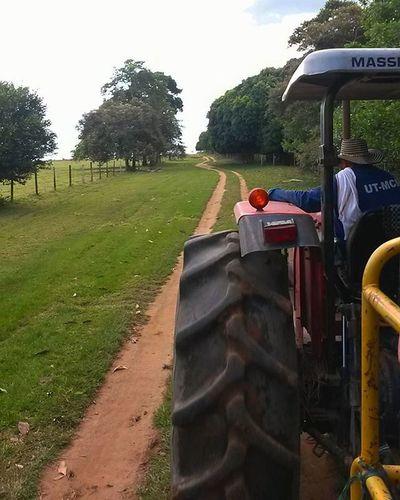 De paseo.. Caminosinfin Adelante Paisaje Cielo Tractor Colombia IgColombia Paisajefantastico Unlugarparaperderse NaturalezaPerfecta Nature Instanature LookBeyong Onlyoneway