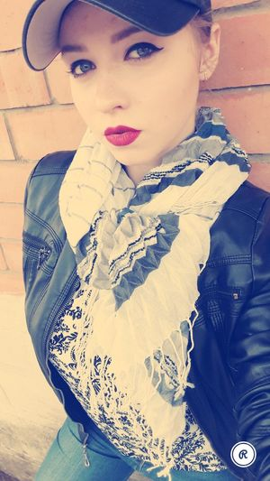 Athome  Happy :) Goodtime 😍😌😊 ☀☀☀ Springtime NiceDay♥ Sunday ImSoHappy Portrait Beautiful Woman Beauty Red Lipstick Looking At Camera