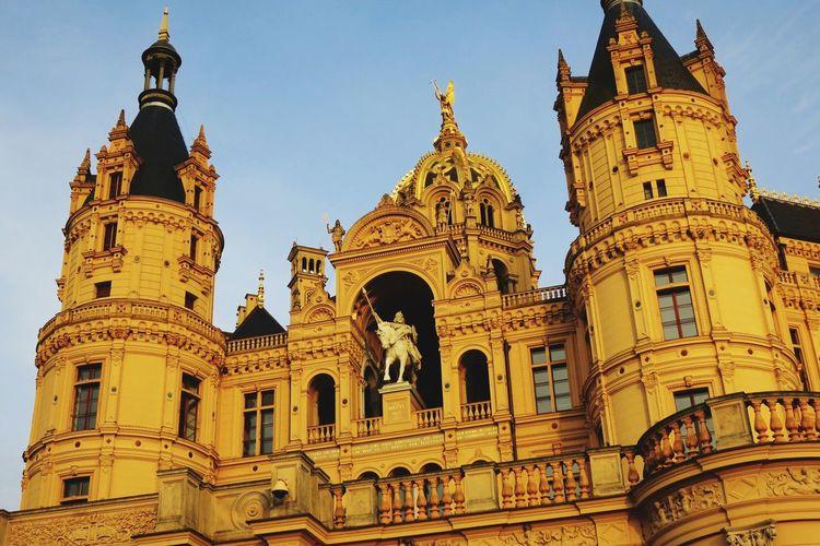 Hi! Hello World Schwerin Schwerin Castle Schweriner Schloss Mecklenburg-Vorpommern Mecklenburg Mecklenburgvorpommern Architecture Architecture_collection GERMANY🇩🇪DEUTSCHERLAND@ Taking Photos Check This Out Hello World Schweriner See