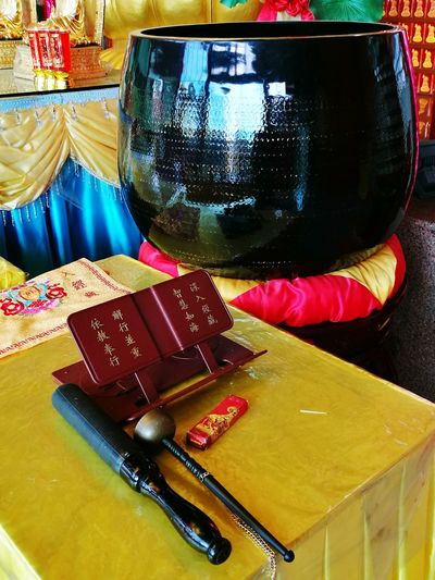 Black ching gong or temple bowl gong. Rubber mallet. Reciting sutras and mantras. Meditation. Pattern Cultures Buddhist Temple Buddhist Place Of Worship Religion God Of Heaven. Chinese Temple Worshipping Place Of Worship Tradition