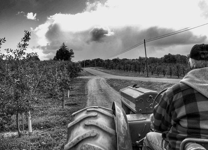 Tmarvlous Blackandwhite Tractor Tractor Time Farm Work Farmer John Deere Dirt Road