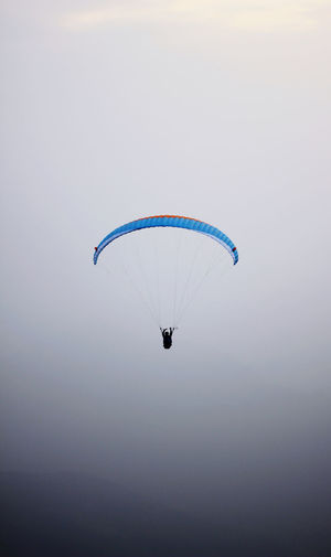 Man paragliding against clear sky