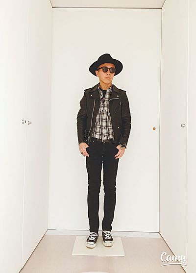 Hat Taking Pictures Self Portrait Sunglasses Fashion Japan Hello World Cheese! That's Me Today's Hot Look Fashion Photography Fashionblogger Ootd Converse Raiders