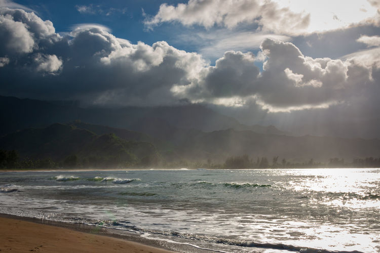 Scenic view of waioli beach park, hanalei bay on the hawaiian island of kauai, usa against sky