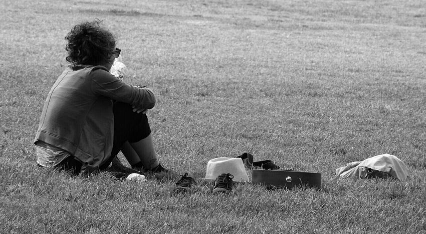 Chilling Just Chilling Chilling Outside A Day In The Park Park Life Parklife In The Park Park Black And White People Watching A Taste Of Life Melbourne EyeEm Gallery EyeEm Best Shots Eyeemphotography Peoplephotography Eye4photography  Sitting Around Sitting Alone Sitting Outside Sitting Here Thinking It Through... Chilled Out Dayoff Day Off
