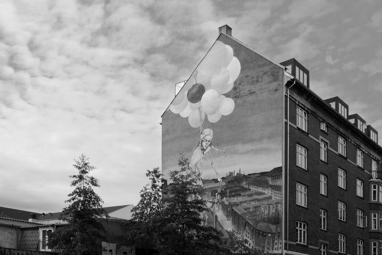 Graffiti Art in Nørrebro Archineos Danimarca Denmark Graffiti Ugo Villani B&n Fotografia B&w Bianco E Nero Black And White Blanco Y Negro Building Exterior City Cloud - Sky Copenhagen Graffiti Art København (copenhagen) Monochrome No People Nørrebro  Outdoors