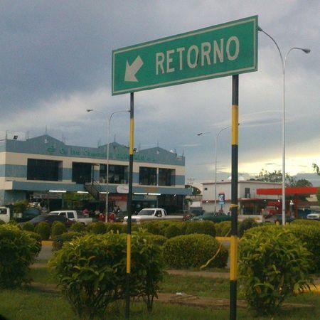 Y al llegar al final, te dicen que retornes Venezuela Carreteras Pasado Anaco en Anzoátegui caminos roads country past goback ciudad city signals