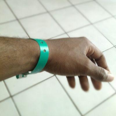 Mon Bracelet a mon poignet en partance de chez moi direction HotelCaribia taf de la mater