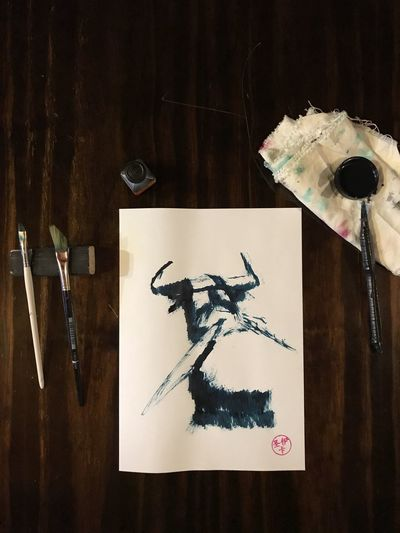 tinta china The Mobile Photographer - 2019 EyeEm Awards Sumie Tintachina Pintura Tinta Dibujo Papel Table Indoors  Still Life Art And Craft No People Paper Paintbrush Creativity Brush Wood - Material Representation Craft Close-up Animal Representation High Angle View Animal Ink Directly Above Vertebrate Paint