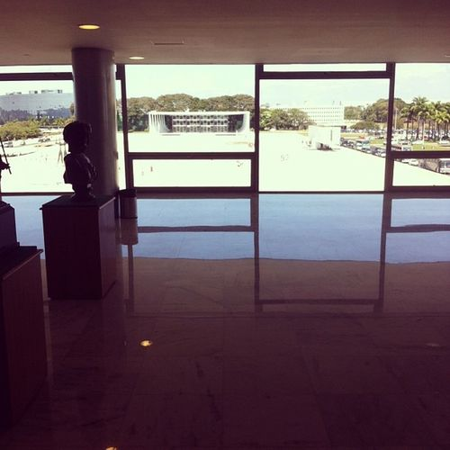 Vista do 4o andar daqui do palácio do planalto. A presidenta Dilma despacha aqui do lado.