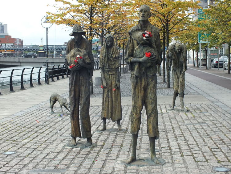 Dublino Walking Around Taking Pictures Photography From My Point Of View CityWalk Dublin City Dublin Street Photography Dublin, Ireland Citycenter Dublin Dublincity Capital Cities  Riverside Ireland Art Sculpture Sculpture In The City No Filter, No Edit, Just Photography