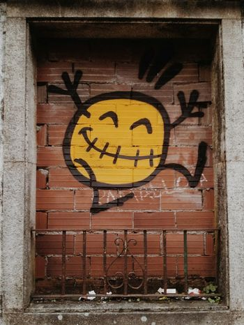 """Paredes contentas al abordaje"" Graffitiart Grafitty Santiago De Compostela Smiley Just Smile  Galicia Samsung Galaxy S II  Mobile Photography Samsungphotography"