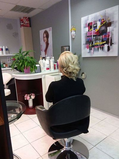 Indoors  Small Business Chair Two People Adults Only Adult People Only Women Women Young Women Bookshelf Day Young Adult Antler Business Finance And Industry Hairstyle Haircolor Blonde Hairdresser