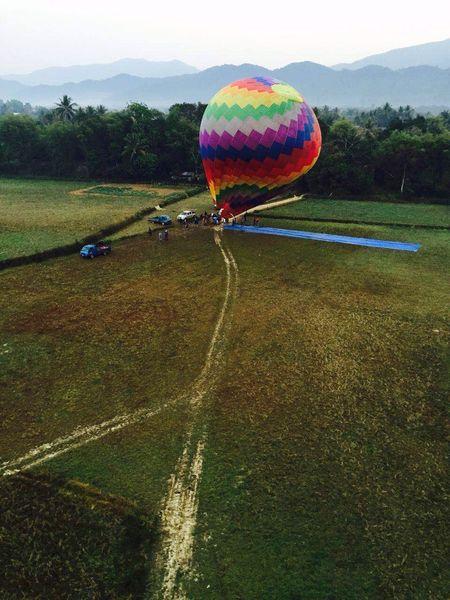 矮喲,又上了熱氣球,彷彿小時候的凡爾納小說中的《地球上的五星期》! Fire Balloon Laos Luang Prabang Hello World Travel Enjoying Life Photography Fly