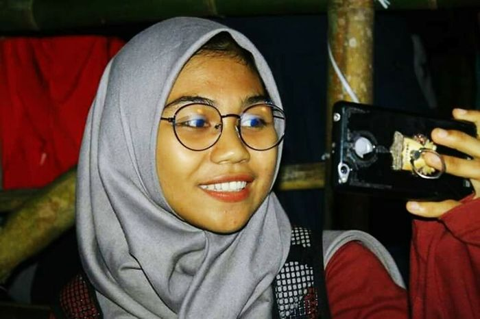 Take pictures in nature Young Women Eyeglasses  Portrait Smiling Recording Studio Happiness Headshot Human Eye Human Face Arts Culture And Entertainment