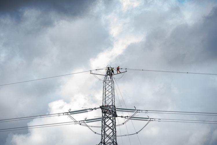 Dangerous Job Electricity Pylon Gas Board Men At Work On Electricity Men On Electricity Pylon Power Line Worker Sky