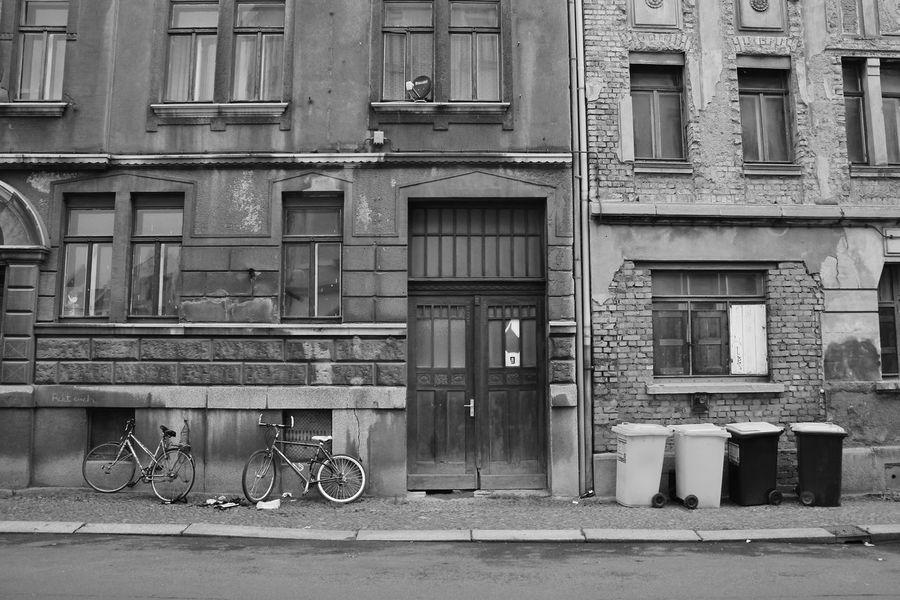 Architecture Bicycle City Day No People Old Buildings Outdoors S/w Straße Street Trzoska Tür Window
