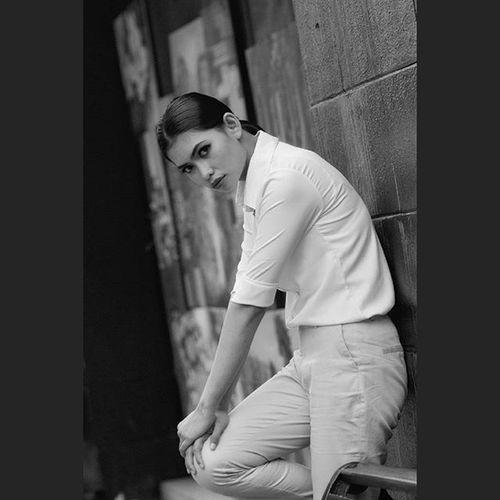 """White style"" Model : Mayari MUA ; putri_mua Streetphotography Bnw_europe Bnw_of_our_world Blackandwhite Woman Portrait Photographers Photographyhobby Portrait Streetstyle Instaphoto Instapicture Instalike Explore Jusforlike"