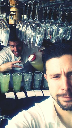 Best bartender award goes to this guy right here. 8 lemonades on fly please lol. Weeded Serverlife Neverbusy