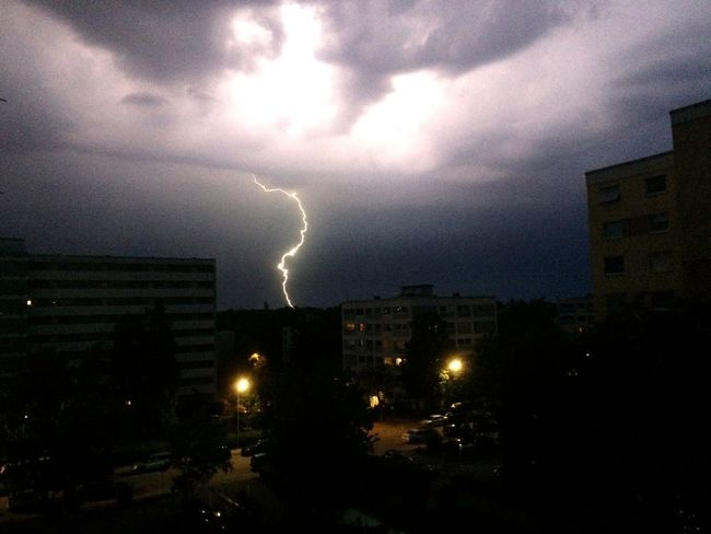 Oh yes. Lightning Thunderstorm Natural Phenomena Thunderstorms