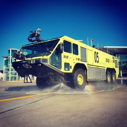 Oportoairport Firefighter OshKosh Striker