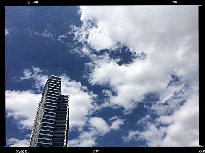 어제 하늘 Blue Sky with some clouds