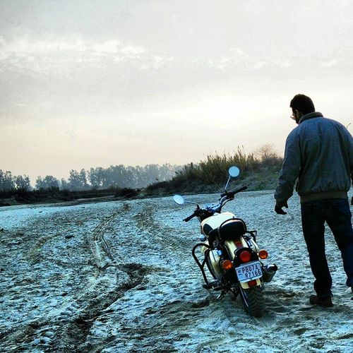 Here I go. Riding in the dusk was incredible beautiful. Instapic Instagram Instamood Instaclick Itraveliclick Punjab Punjabi Ridersontheroad Riders Royalenfield Tan500 500cc India_and_me Bullet Caferacer Rivulets Schoolbuddy Kp Mani @bulleteers @royalenfield