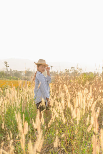 Plant Nature Land Field One Person Desho Grass Pennisetum Pedicellatum Pennisetum Pedicellatum Sky Daylight Portrait People Happy Front View Travel Relaxing Beauty In Nature Beautiful Girl Hat Grass Outdoor Woman Yellow Landscape Child Rural Scene Childhood Agriculture Casual Clothing Growth Cereal Plant Standing Day Farm Crop  Innocence Outdoors