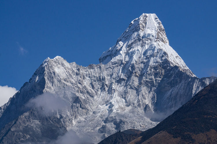 Scenic view of snowcapped mountains against sky, ama dablam