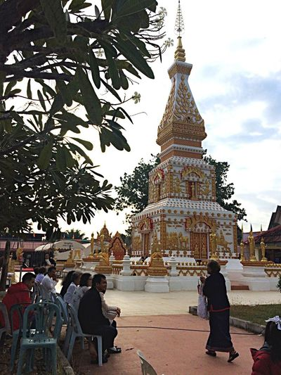 Peple Thailand Buddhist charity New Year Religion Spirituality Place Of Worship Travel Destinations Built Structure Architecture Building Exterior Travel Vacations Outdoors Real People Women Sky Men Tree Day People Cultures Adult