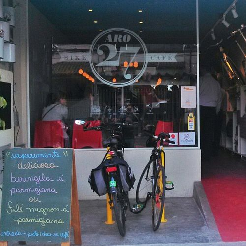 Almoço daóra no Bike Point @aro27bikecafe ! Paraciclos, rango e atendimento excelente, super recomendado! Aro27bikecaf é Bikepoint Ciclomidia Bikefriendly
