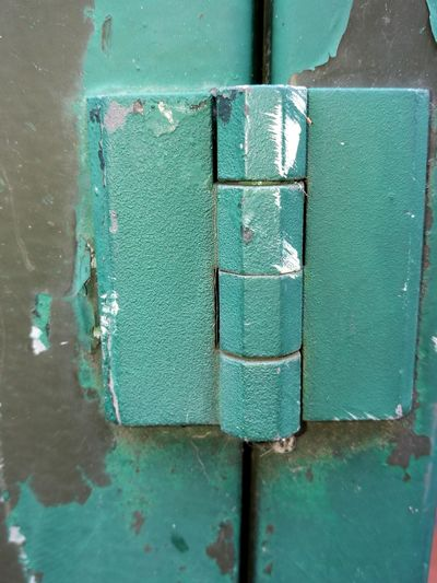 No People Part Of Street Peeling Paint Metal Metallic Textures And Surfaces Rust Rusty Close Up Cabinet Exposed To The Elements Telecommunications Equipment Outdoors Green Color Hinge Close-up