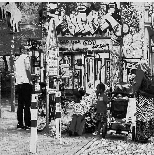 Hanging Out Streetphotography Streetphoto_bw Streetshot Blackandwhite Black & White Whitemeetscolour Berlin Kreutzberg