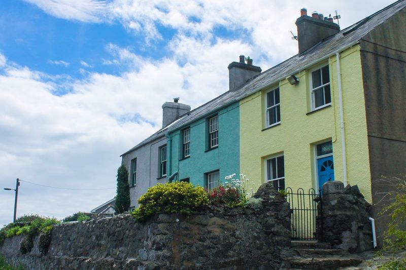 I love the colourful houses....💚💛💚 Enjoying Life Check This Out For Anyone Whos Interested Streamzoofamily Photography Is My Escape From Reality! Canon Canonphotography Colourful Houses North Wales Anglesey Dayoutwithfriends Nature Photography EyeEm Nature Lover Beauty In Nature Beautiful From My Point Of View Taking Photos