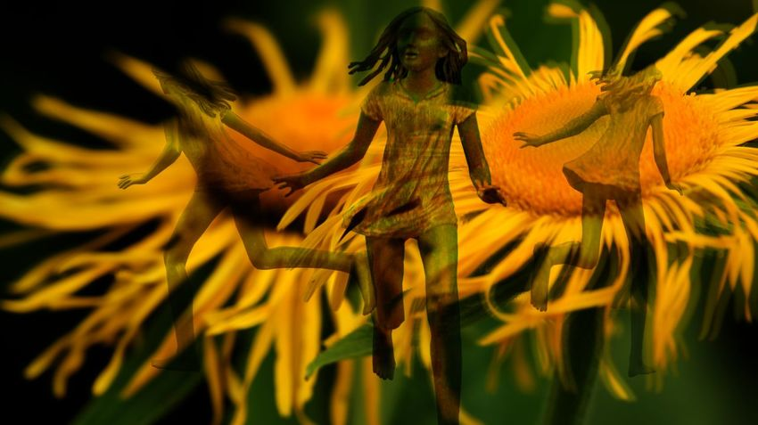 ArtWork Girls Running Scared Looking To The Other Side Flower Collection Skinny Statue Yellow Yellow Flower Sony NEX Colourful Enjoying Life Bad Dream Composition Holland EyeEm Best Edits EyeEmBestEdits Color Colorsplash