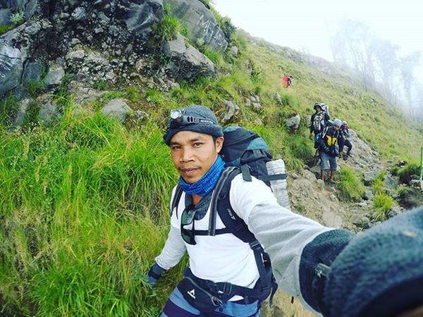 OTW down to the Lake of Segara Anak Agushariantophotography Rinjanimountain Lombokisland Lombokhighlight Trekking