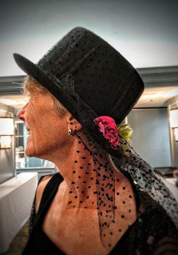 trés chic Olè Blackdresses Profile Photo Dressedfortheoccasion Blackhatwithflowers Chapeau Gracefullady Attitude Elégance