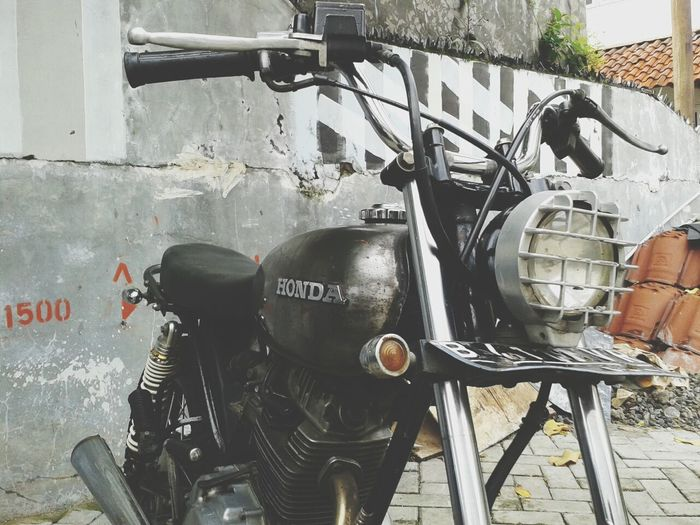 Rebuilding Honda the classical way. Vintage Japstyle Motorbike